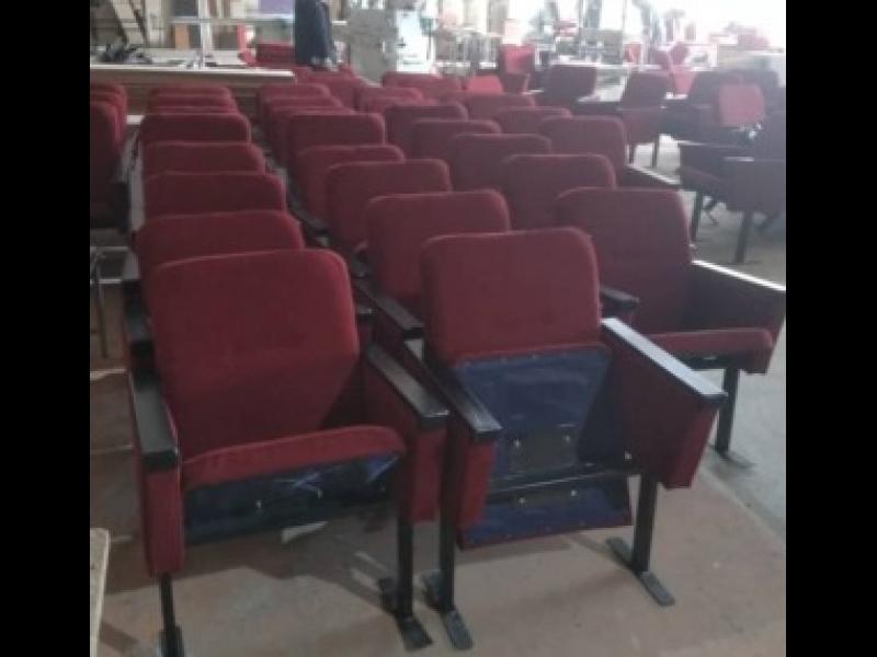 Многосекционные кресла для залов