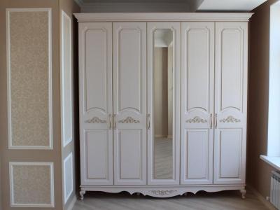 Шкаф в классическом стиле