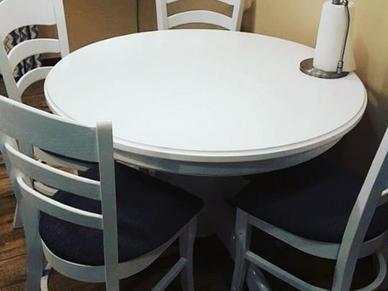 Стол из карагача круглый белый